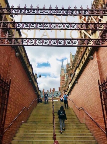 London, London Bridge, train travel, underground, people, St Pancras, city, life, crowds, travel