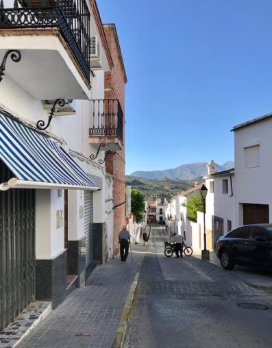 running, fear, dogs, German Shepherd, algodonales, pueblo blanco, white village, Andalucía, España, Spain, travel, wanderlust, travel bug