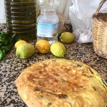 tortilla, tortilla de patatas, Spain, Andalucía, Spanish food, tapas, good food, cooking, home cooking, kitchen, eggs, eggah, kuku.